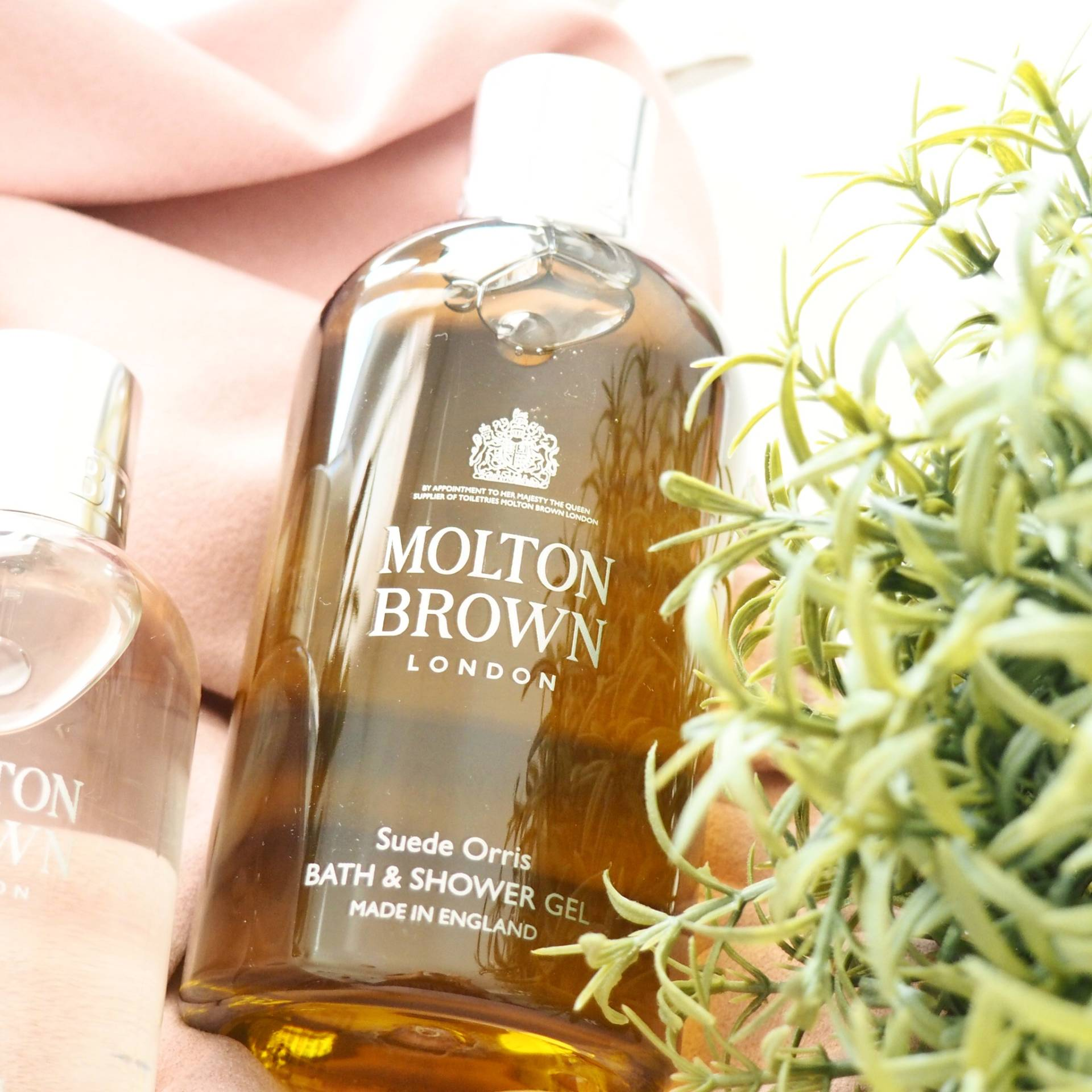 Molton-Brown-Suede-Orris-Bath-and-Shower-Gel